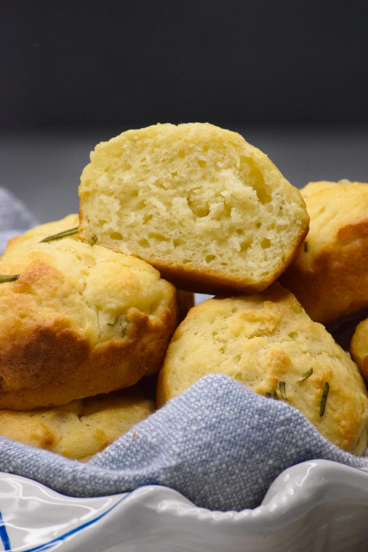 healthy rosemary biscuit muffins